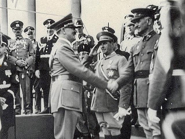 El general Queipo de Llano saluda a Adolf Hitler en un viaje oficial a Berlín, al poco de acabar la Guerra Civil